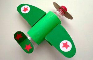 طائرة للأطفال باستخدام زجاجة بلاستيك